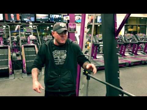 Planet Fitness - How To Do Decline Bench Press On Smith Machine