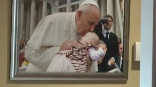 Pope held sick baby, what happened next is amazing