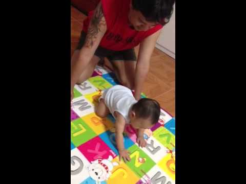 Daddy teaching baby Daniel how to crawl using the knees