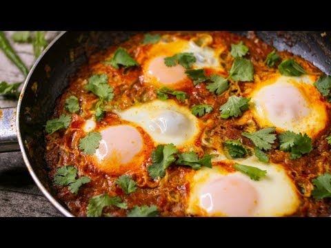 SHAKSHUKA RECIPE | EGGS POACHED IN SPICY TOMATO SAUCE | EGGS IN TOMATO SAUCE RECIPE