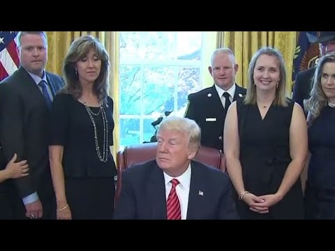 Trump hosts crew, passengers of Southwest Airlines Flight 1380