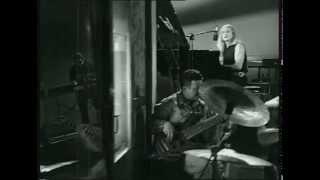 Νίκος Καρβέλας - Γυμνό δωμάτιο ( Περιμένω ) - Official Video Clip