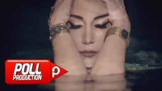 Download Hande Yener - Seviyorsun ( Official Video )