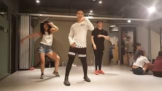 Download Kru Oat taking a dance class at the 1 million studio in Korea Video