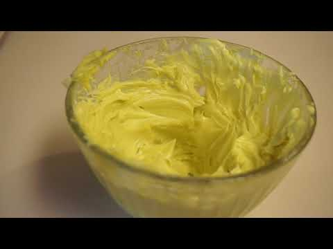 D.I.Y  WHIPPED SHEA BUTTER CREME RECIPE ( FOR NATURAL HAIR + SKIN)