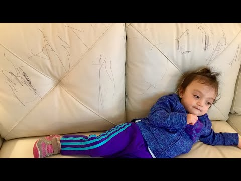SARAH USE THE PEN TO WRITE ON THE SOFA