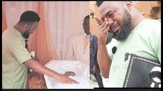 Touching!Yoruba Actor Leye Kuti Burst to tears as he lays his hand on his Mum's Corpse at her burial