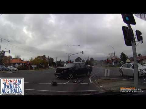 Sedan runs red light and hits Ute - Croydon, Victoria