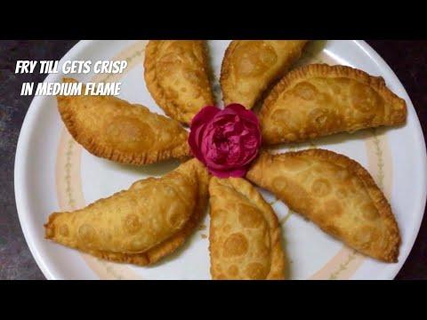 కజ్జికాయలు తయారీ విధానం | Kajjikayalu Recipe In Telugu | Rava Karjikai Sweet/Sooji Gujiya (Karanji)