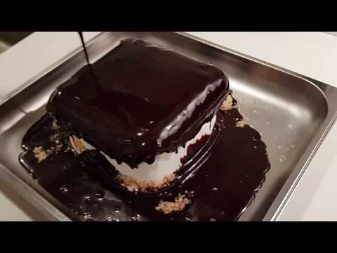 Glazering af Popping Candy Cake