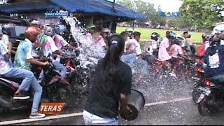Emak-Emak bubarkan Konvoi pelajar dengan Air Bekas Cucian