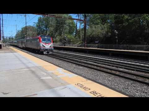 Amtrak Cresent Rips thru Metuchen