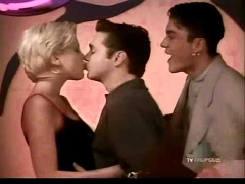 Beverly Hills 90210 - Beso entre Donna y Brandon