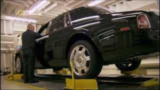Все начинается с 2000 сварных швов, для создание алюминиевой и пространственной рамы, каждый из которых выполняется вручную. Кожа режется с лазерной точностью и подойдет лишь лучшая. Из экзотических пород дерева вырезаются детали автомобилей для выставочных подиумов. Величественной красоте соответствует ошеломляющая сила мощного двигателя V12. Rolls Royce - это символ британской инженерной мысли, все это можно найти на мега заводе автомобиля Rolls Royce.
