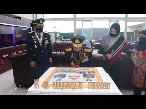 Panglima TNI Beri Kejutan ke Kapolri Idham Azis Spesial HUT Bhayangkara