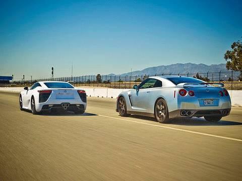 Drag Race: 2012 Lexus LFA vs 2010 Nissan GT-R