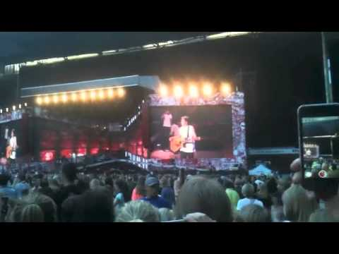 Niall Horan calling us sexy! -Denmark, 16th june, 2014
