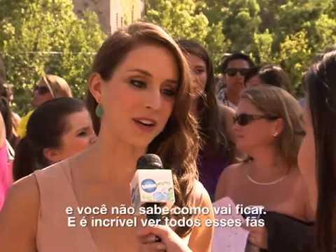 Troian Bellisario no Pink Carpert do Teen Choice 2012