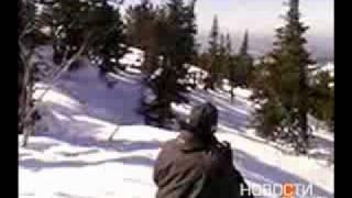 В Кузбассе наконец-то удалось заснять Йети. Его случайно увидели на одном из склонов горы Зеленой во время прогулки. Неожиданно из-за деревьев выбежало мохнатое существо под два метра ростом. Появление снежного человека вызвало испуг. Девушка, снимающая горные красоты, даже выронила мобильный телефон. http://www.10kanal.ru