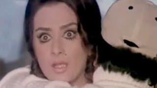 Dharmendra & Saira Banu in Trouble, Saazish - Scene 4/17