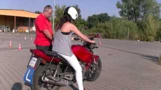 Natalia musi zadecydować, czy kontynuować kurs prawka na motor?