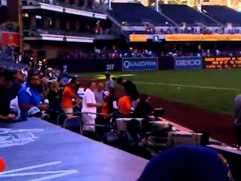 Chris Davis of Baltimore Orioles signing autos