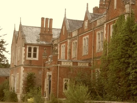 EXPLORING ABANDONED MANOR HOUSE IN UK.