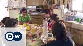 Poverty in Greece – Families in need | DW News