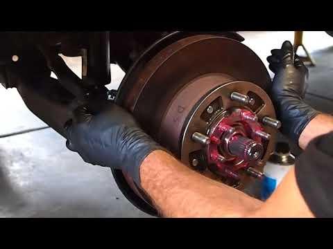 Wheel hub install. Series 100 Toyota Land Cruiser 3 of 6