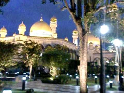 The largest mosque in Brunei (Hear the call to prayer?)