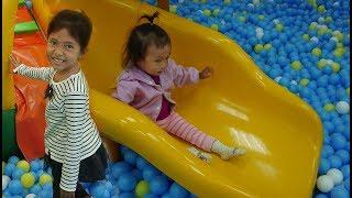 Vlog Bermain Playgound di Mall Perosotan dengan Bola - Mainan Anak - Indoor playground for kids