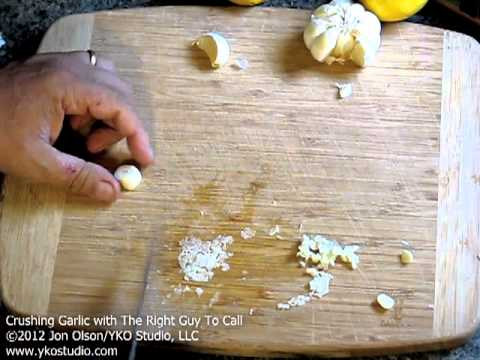 Best Way To Crush Garlic! NO Salt, NO Blender, NO Gadgets!