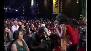 Aditi Singh Sharma pays tribute to Shahrukh Khan at 6th Royal Stag Mirchi Music Awards