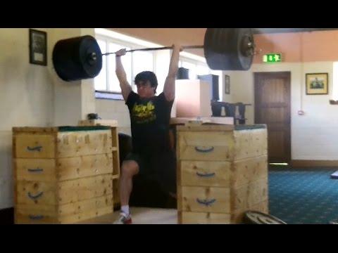 215kg Jerk off Blocks, Eoin almost hang snatches 120x3 and David snatch deadlifts 200kg!