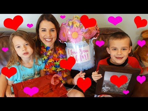 Mother's Day!!! Mom Gets Spoiled With Cute Cards & Dinner From Dad