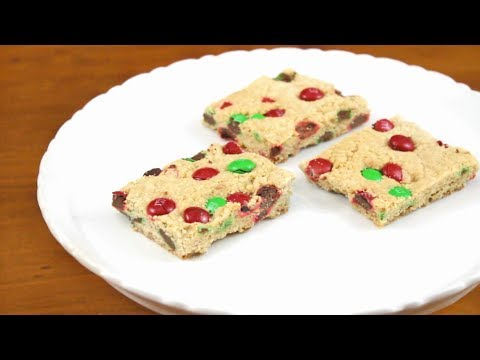 Holiday M&M Cookie Bars | SweetTreats