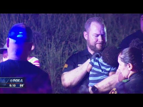 Photo of Dallas Police officer comforting baby goes viral