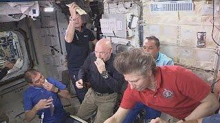 Comiendo en el espacio