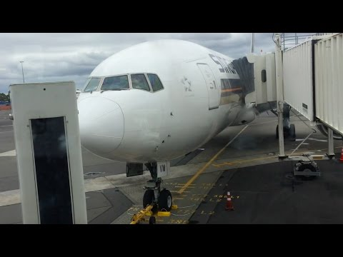 Singapore Airlines business class CHC to SIN SQ296 Boeing 777-200ER (flight review #6)