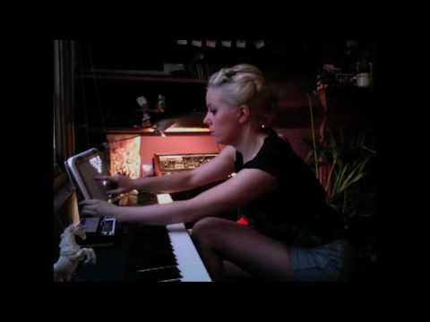 Little Boots:  Electro-pop Gadget Girl