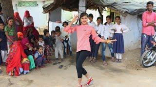 शहर की लड़की ने किया गांव वालों के बीच में डांस || बिन राजा के रह गए अकेली || Ajeet Katara Rasiya