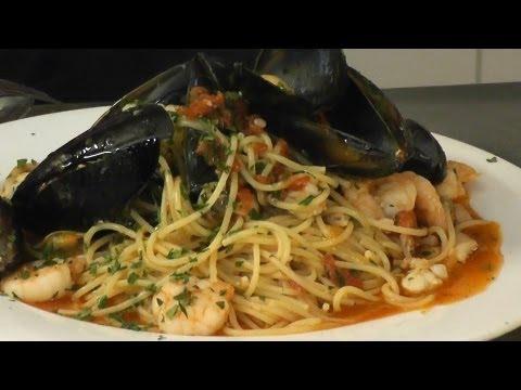 SEAFOOD SPAGHETTI (PASTA PESCATORE STYLE) - theitaliancookingclass.com