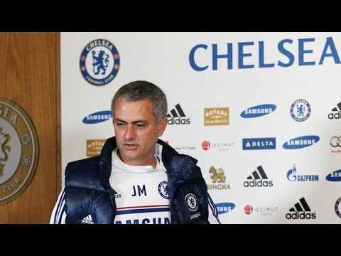 Chelsea's Jose Mourinho dodges Wayne Rooney transfer questions