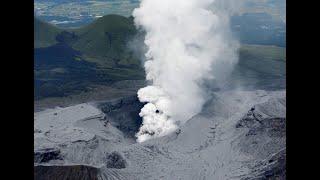 #x202b;بركان الفلبين يقذف حمما بارتفاع 5 كيلومترات ونزوح سكان#x202c;lrm;
