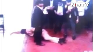Huge Mob Of Lawyers Targeted Police At Delhi Court: Watch