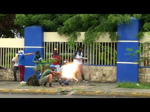 Nicaragua: Police and students violently clash in growing crisis