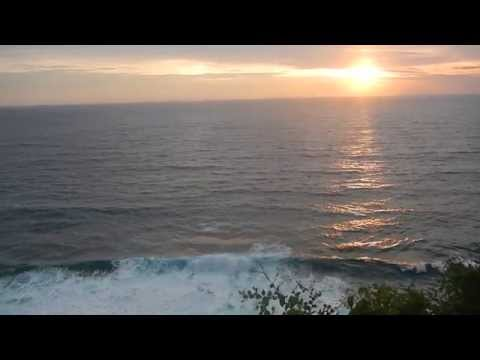 Roar of the waves and enjoy the beauty of the sunset at Uluwatu