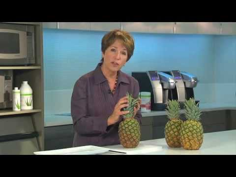 The best, fastest & easiest way to cut a pineapple - Healthy eating advice from Herbalife