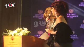 #x202b;فستان «وفاء عامر» يثير إعجاب الحضور في مهرجان الفضائيات#x202c;lrm;
