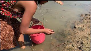 Farm girl catches yummy crunchy snails !